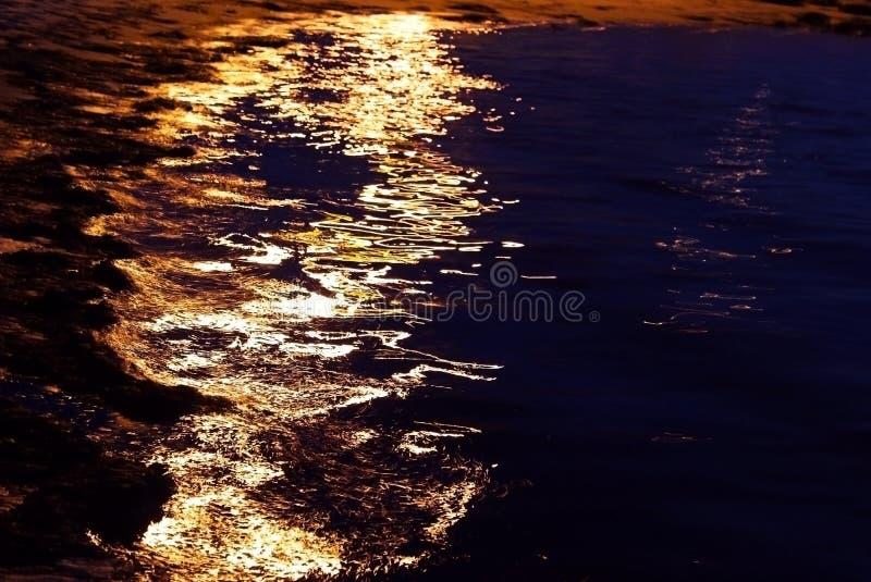 Zonlicht op de oceaanoppervlakte royalty-vrije stock afbeelding