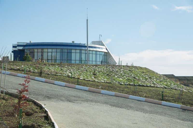 Zonne-aangedreven elektriciteitssysteembeheersing Moderne biogasfabriek, die suikerbietpulp gebruiken als vernieuwbare vorm van e stock afbeeldingen