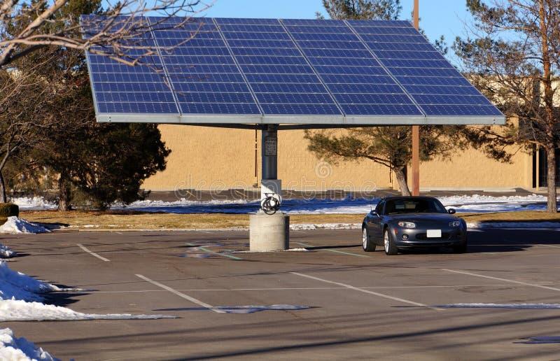 Zonne elektrische parkeerplaats royalty-vrije stock afbeeldingen