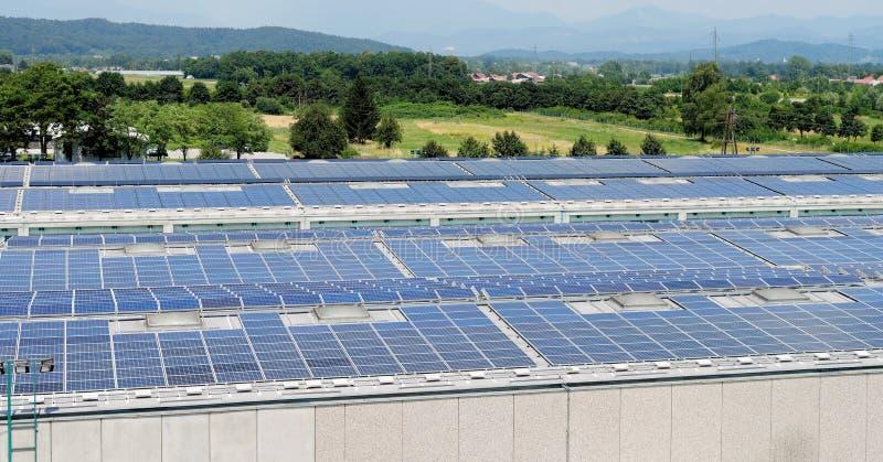 Zonne-energie elektrische panelen stock fotografie