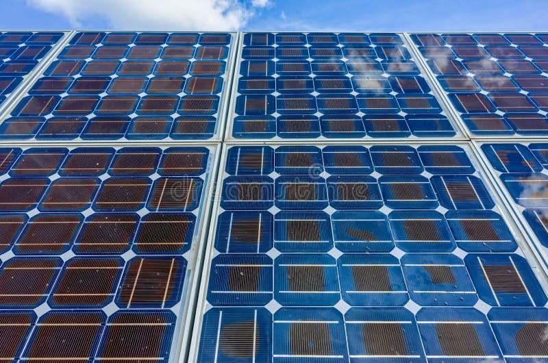 Zonne-energiecellen stock afbeeldingen