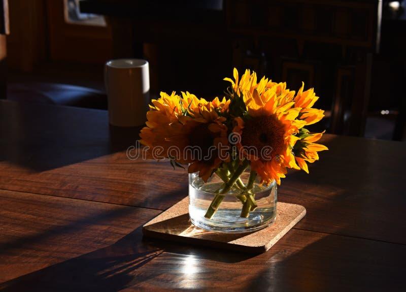 Zonnebloemboeket stock afbeeldingen