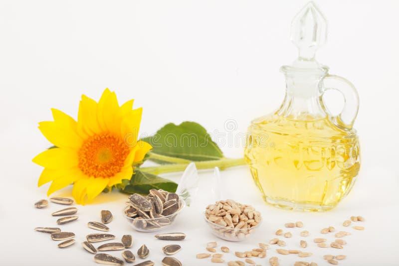 Zonnebloemen, zonnebloemolie en zonnebloemzaden royalty-vrije stock foto