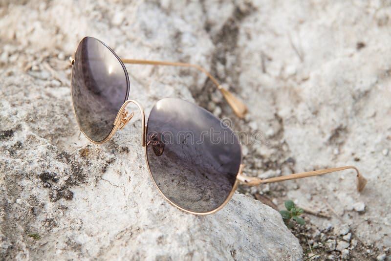 Zonnebril ter plaatse stock afbeeldingen