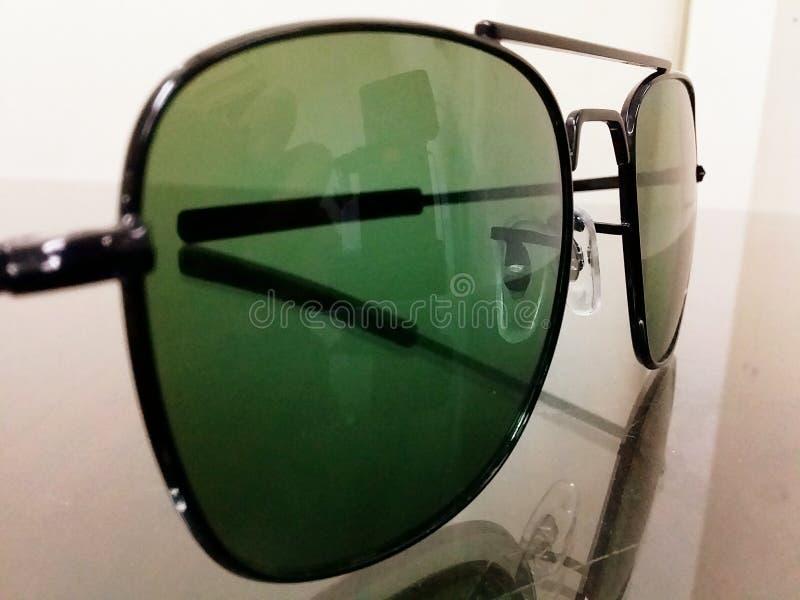 Zonnebril voor iedereen aan het beschermen van zicht royalty-vrije stock fotografie