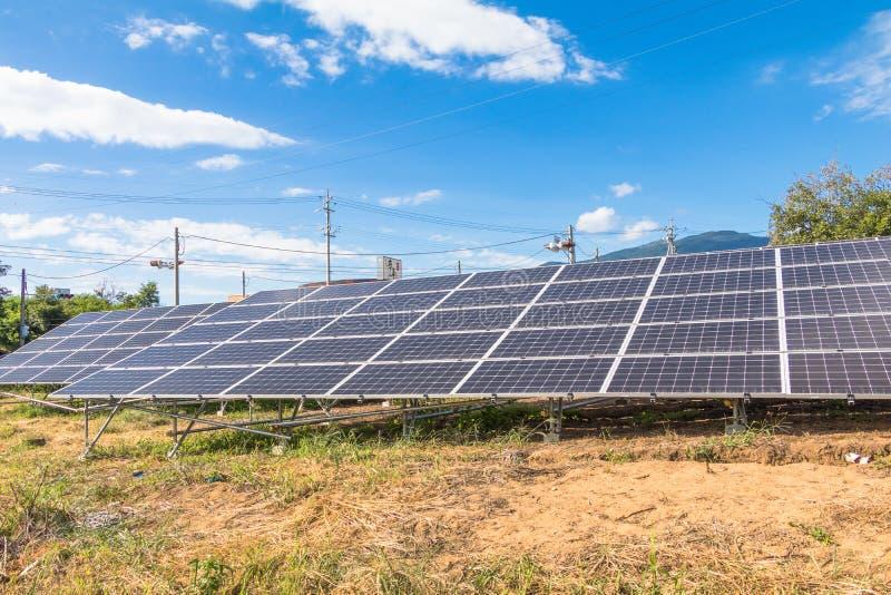 Zonnemachtspanelen, Photovoltaic modules voor innovatie groene en royalty-vrije stock foto