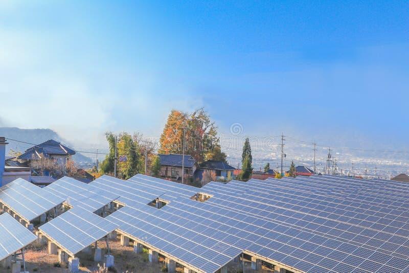 Download Zonnemachtspanelen, Photovoltaic Modules Voor Innovatie Groene En Stock Afbeelding - Afbeelding bestaande uit photovoltaic, modern: 107705653