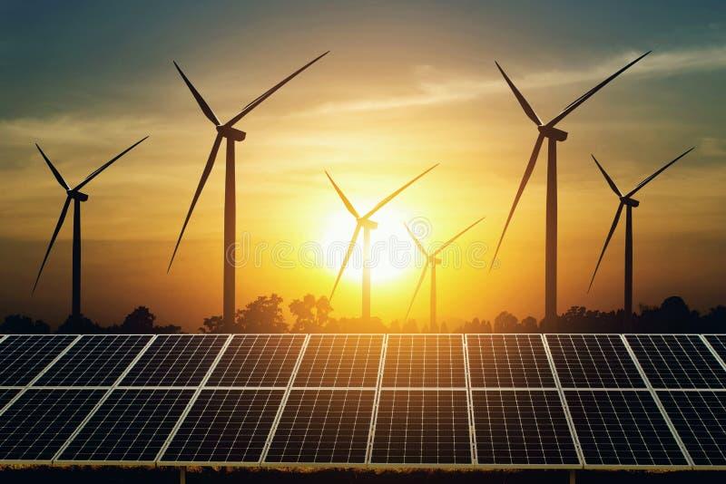 zonnepaneel en turbine met zonsondergangachtergrond schone energiemacht in aard royalty-vrije stock fotografie