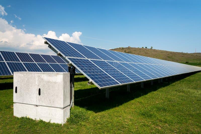 Zonnepaneel, photovoltaic, alternatieve conc elektriciteitsbron - royalty-vrije stock foto's