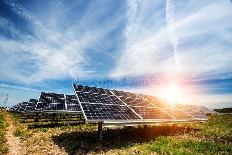 Zonnepaneel, photovoltaic, alternatieve elektriciteitsbron stock foto