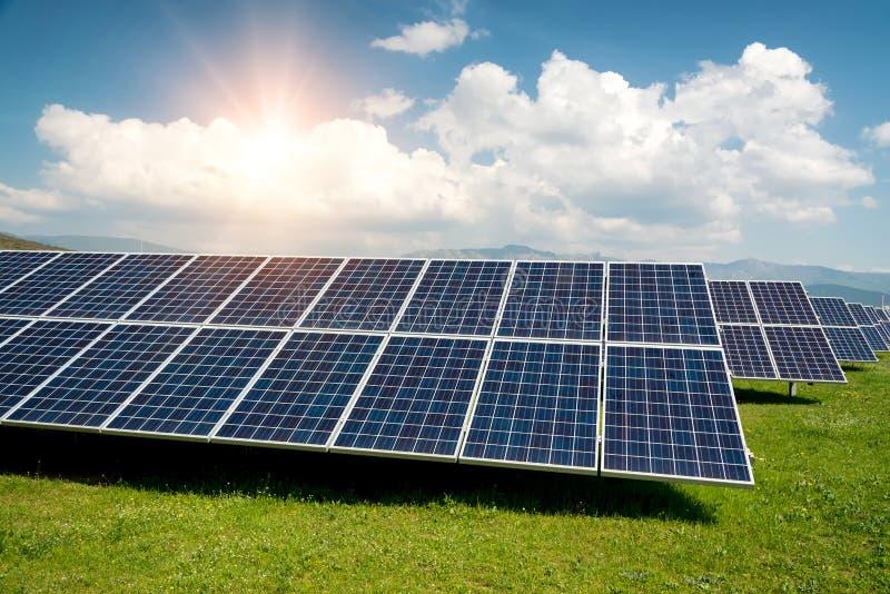 Zonnepaneel, photovoltaic, alternatieve elektriciteitsbron royalty-vrije stock foto