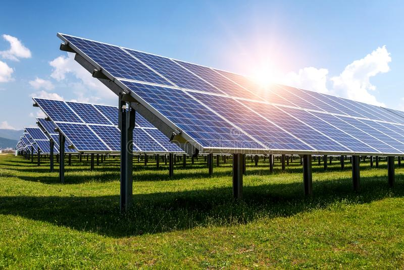 Zonnepaneel, photovoltaic, alternatieve elektriciteitsbron royalty-vrije stock foto's