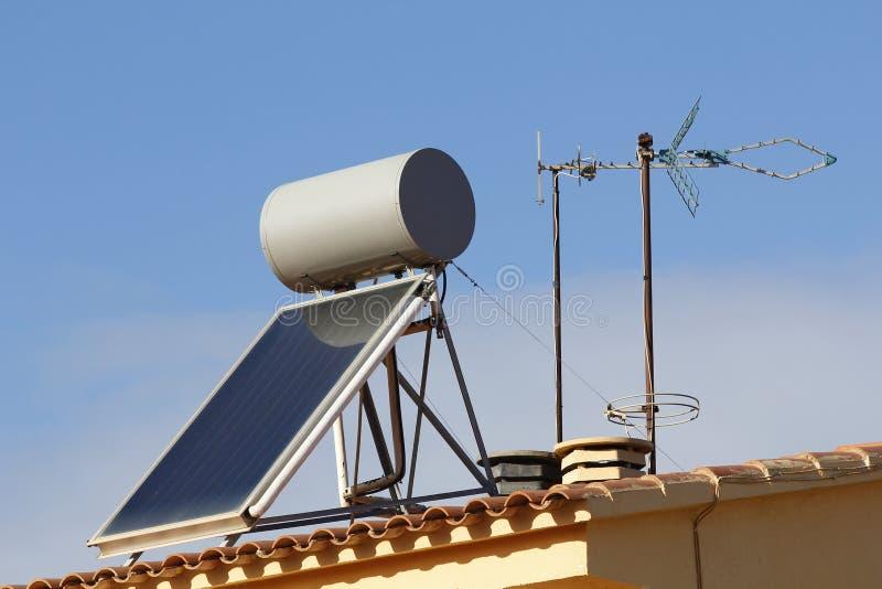 Zonnepaneel voor het verwarmen van water royalty-vrije stock fotografie