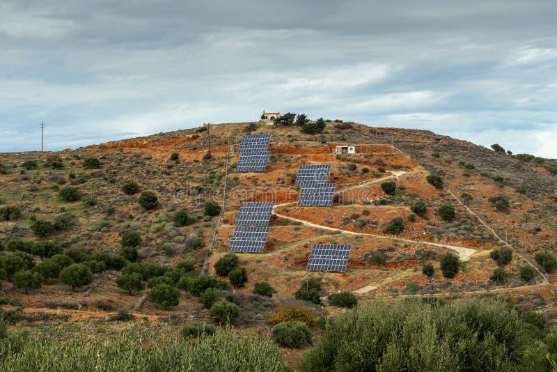 Zonnepanelen in de bergen royalty-vrije stock afbeeldingen