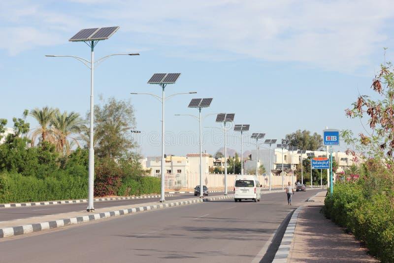 Zonnepanelen op de lantaarns royalty-vrije stock foto's