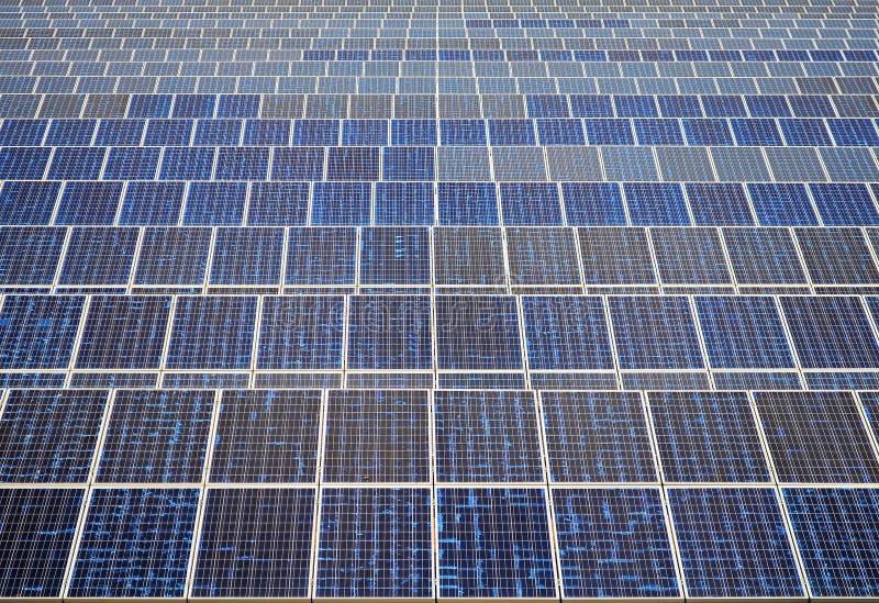 Zonnepanelen in Thailand, zonne-energie royalty-vrije stock afbeeldingen