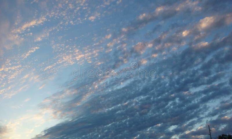 Zonneschijn en Blauwe Hemel stock fotografie