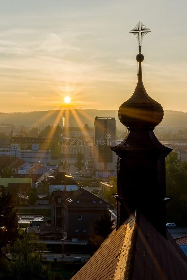Zonneschijn van kerktoren stock fotografie