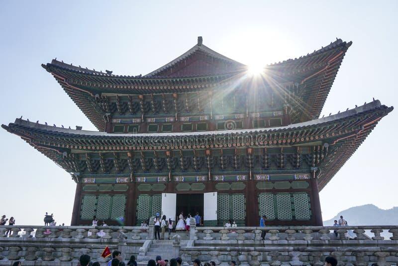 Zonnestraal over het dak van Gyeongbok-Paleis royalty-vrije stock afbeelding