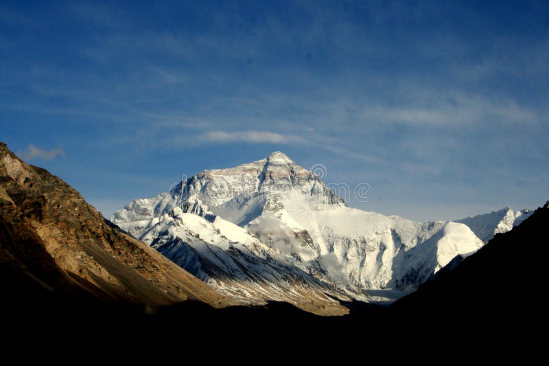 Zonnig Himalayagebergte Everest moutain stock foto