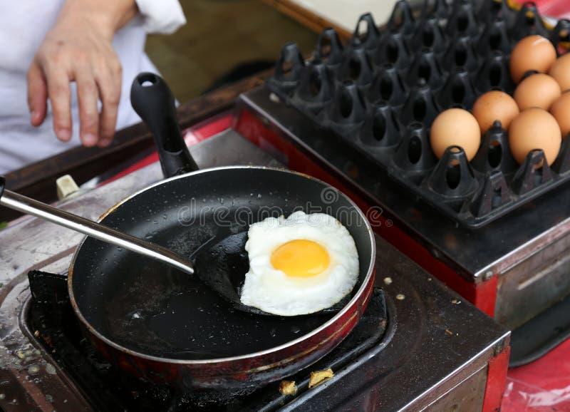 Zonnig-kant op eieren stock foto