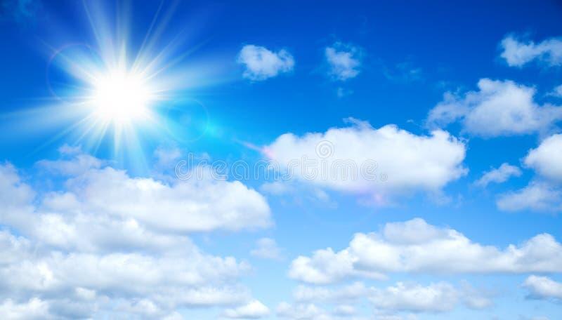 Zonnige achtergrond, blauwe hemel met wolken en zon stock afbeelding