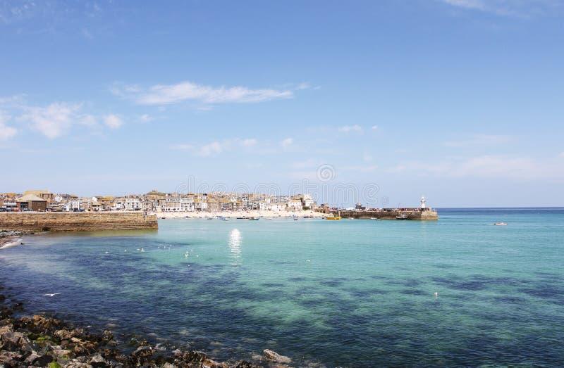 Zonnige dag bij St Ives haven Cornwall stock foto
