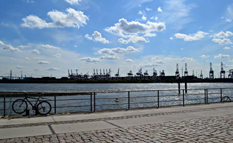 Zonnige dag in de haven stock afbeelding