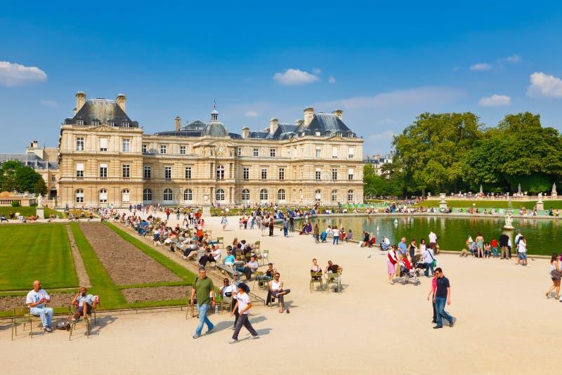 Zonnige dag in de Tuin van Luxemburg, Parijs royalty-vrije stock foto's