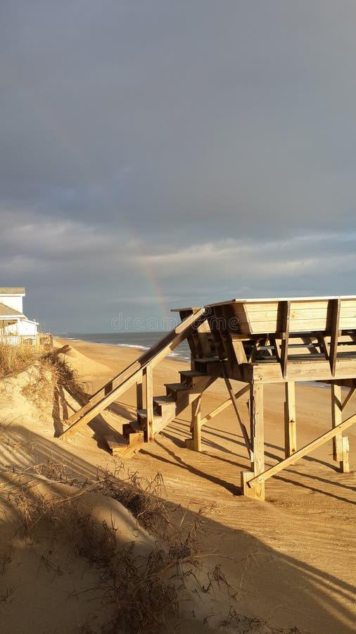 Zonnige dag komst Regenboog stock fotografie