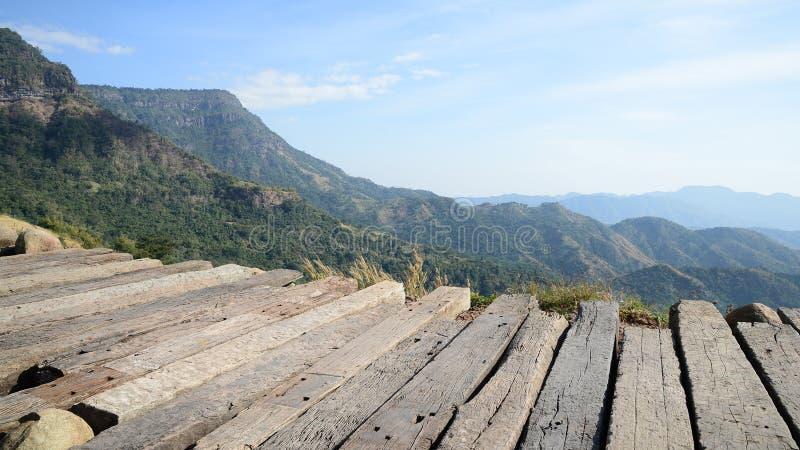 Zonnige dag met landschap en terras stock foto's