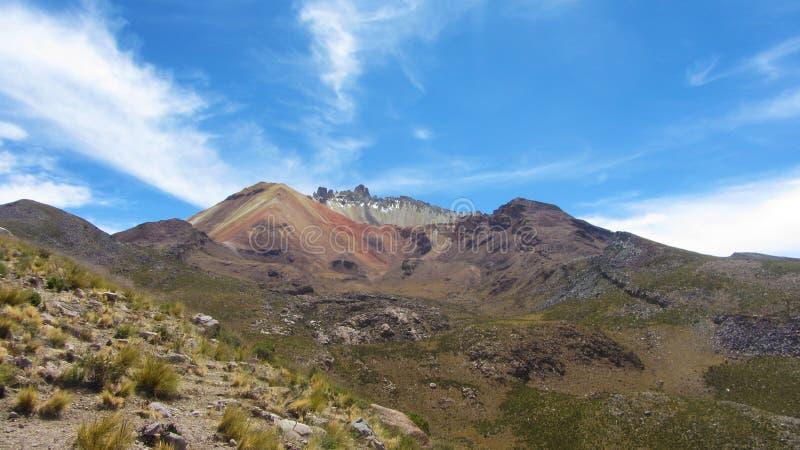 Zonnige de zomerdag bij de voet van de Tupano-vulkaan, Uyuni - Boli royalty-vrije stock foto's