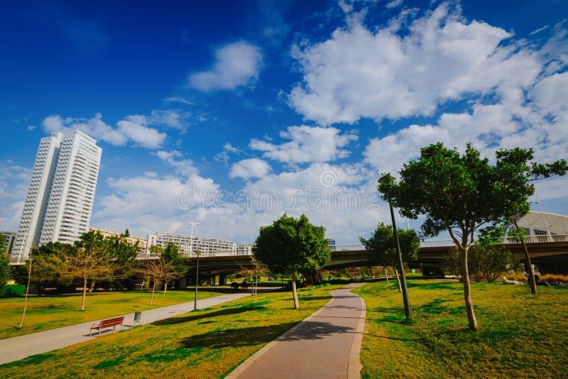 Zonnige en warme dag in park Turia in Valencia, Spanje royalty-vrije stock foto