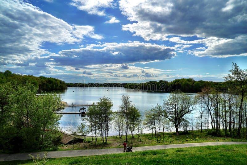 Zonnige middag bij een lokaal park van de staat royalty-vrije stock foto's