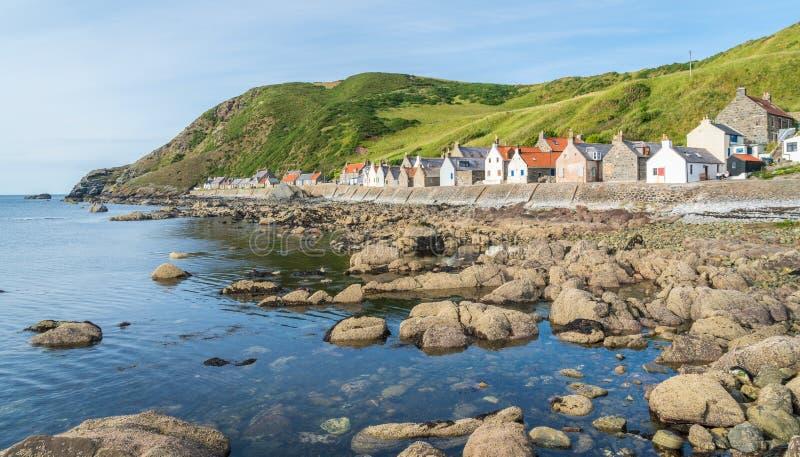 Zonnige middag in Crovie, klein dorp in Aberdeenshire, Schotland royalty-vrije stock afbeeldingen