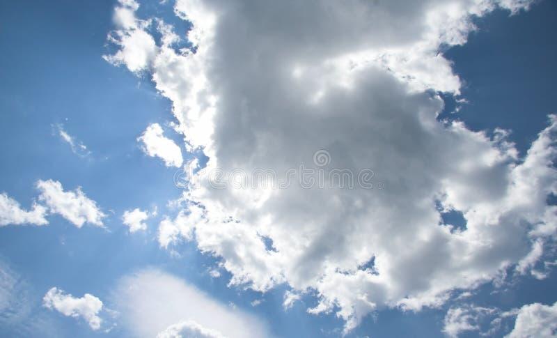 Zonnige Wolken stock afbeeldingen