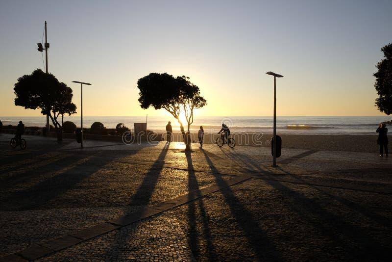 Zonsondergang aan espinho in Portugal stock foto's