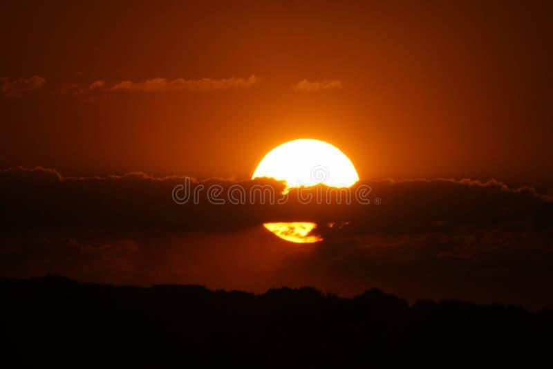 Zonsondergang in Afrika stock afbeelding