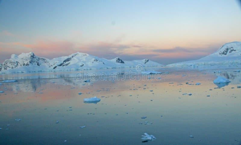 Zonsondergang & alpenglow, royalty-vrije stock afbeeldingen