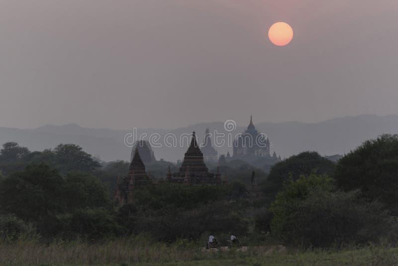 Zonsondergang in Bagan, Mandalay, Myanmar stock fotografie