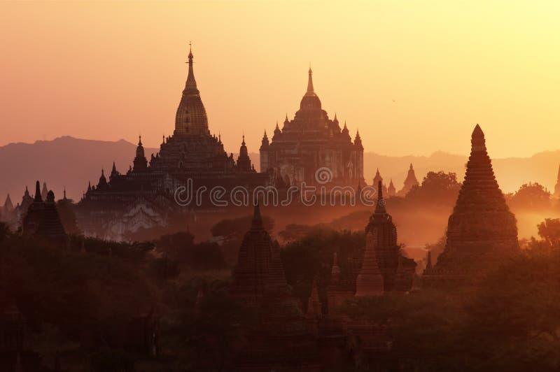 Zonsondergang in Bagan, Myanmar stock afbeeldingen