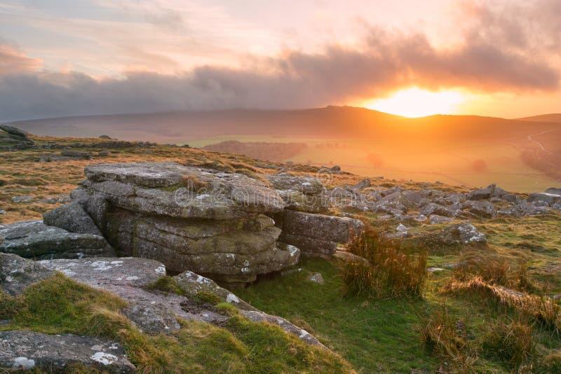 Zonsondergang Belstone Tor Dartmoor Devon Uk royalty-vrije stock fotografie