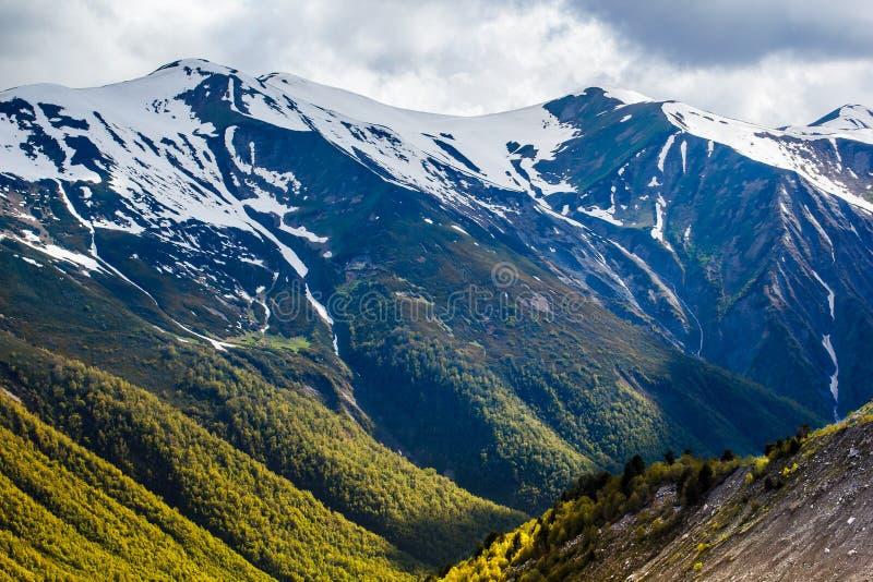 Zonsondergang in bergen royalty-vrije stock fotografie