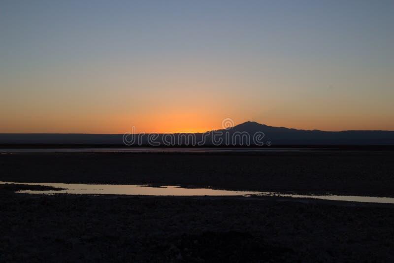 Zonsondergang bij atacamawoestijn stock foto's