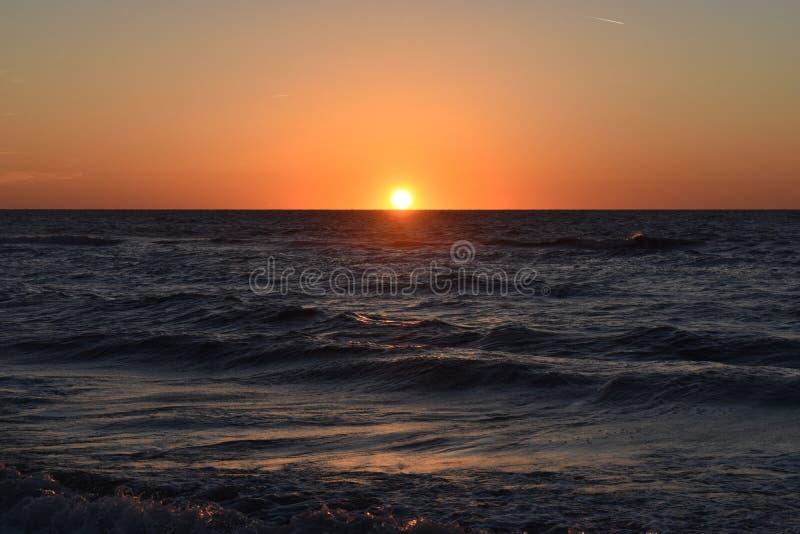 Zonsondergang bij Clearwater-Strand stock foto