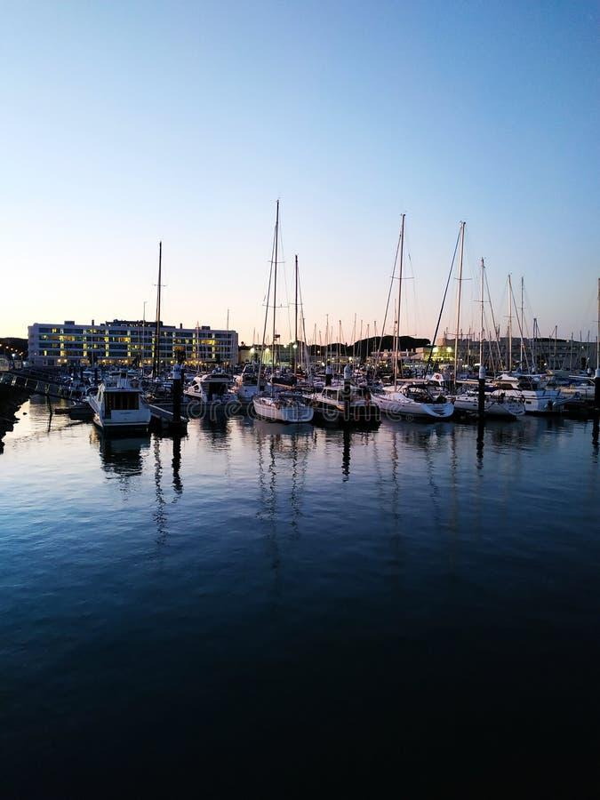 Zonsondergang bij de haven royalty-vrije stock afbeelding