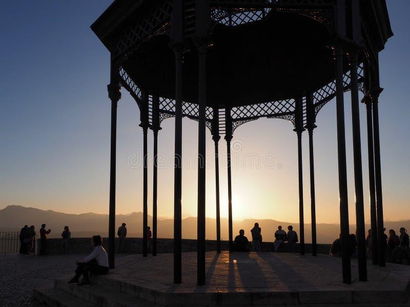Zonsondergang bij de klippenpromenade in Ronda, Andalucia royalty-vrije stock fotografie