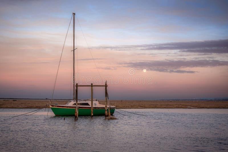 Zonsondergang bij de Oude Haven van Thornham royalty-vrije stock foto's