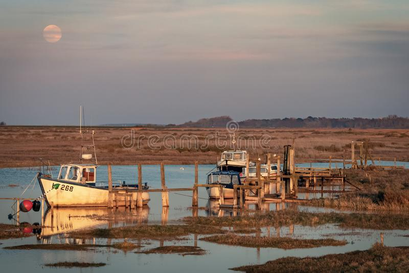 Zonsondergang bij de Oude Haven van Thornham stock fotografie
