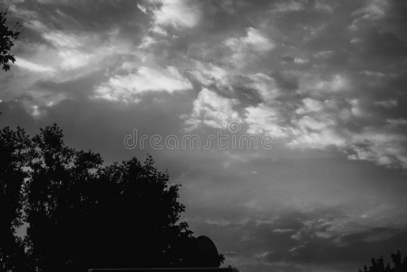 Zonsondergang bij de parkeerplaats voor sta-caravan royalty-vrije stock afbeelding